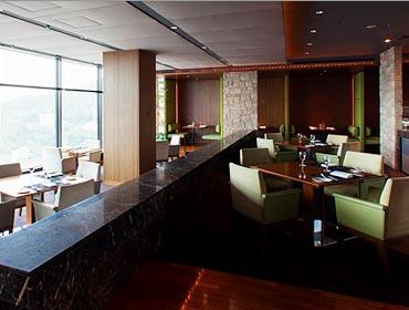 สกายเรสเตอรองและเลาจน์แอลแอนด์อาร์ (Sky Restaurant and Lounge