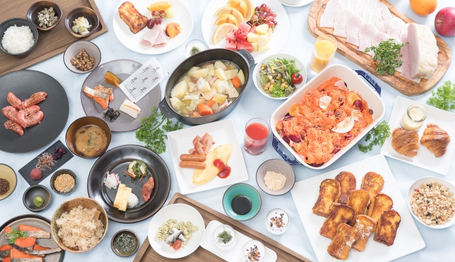 Hotel Granvia Osaka's breakfast buffet is almost like a food theme park, offering 100 different all-you-can-eat dishes.